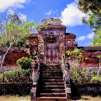 A temple at the narmada water palace on Lombok.